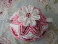 Justjen-knits&stitches: More colours - Ripple Tea Cosies Tea Cosy Knitting Pattern, Knitting Patterns, Crochet Patterns, Mug Cozy, Coffee Cozy, Knitted Tea Cosies, Crochet Cozy, Crocheted Lace, Crochet Decoration