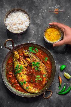 Pabda Macher Jhol or Pabda Tel Jhaal is Bengali fish curry with No Onion No Garlic. Bangladeshi Food, Bengali Food, Curry Recipes, Seafood Recipes, Cooking Recipes, Spicy Recipes, Meat Recipes, Bengali Fish Curry, Indian Fish Recipes