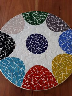 Bandeja giratória Mosaico Tile Crafts, Mosaic Crafts, Mosaic Projects, Free Mosaic Patterns, Mosaic Furniture, Mandala, Mosaic Tile Art, Mosaic Stepping Stones, Mosaic Madness
