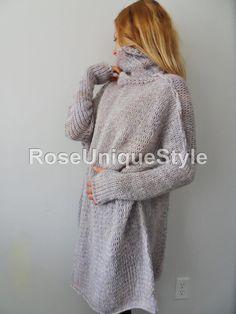 Unglaublich werden weich, gemütlich und leichte Pullover Sie warm und bequem durch den Herbst/Winter-Zeit halten. Die Farbe ist eine Mischung aus hellviolett, cremig und Off-White. Farbe Marmor aussehen.  Passen uns Größen 8 bis 16. Bitte kontaktieren Sie mich für verschiedene Größen. Dieser Pullover kann bis Größe 22 uns bestehen.  Die Länge der Pullover ist 32-34 Zoll aus dem Hals nach unten.  Es gibt Daumen Löcher für das einfache tragen. Wenn Sie nicht, dass sie haben wollen... Bitte…