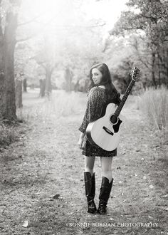 Senior picture / photo / portrait idea - musician - band - guitar - girls p Guitar Senior Pictures, Guitar Photos, Girl Senior Pictures, Senior Girls, Musician Photography, Band Photography, Photography Women, Senior Photography, Portrait Photography