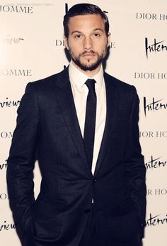 Logan Marshall: my inspiration for Yankee. Picture him shaven & with very short hair. Sharp Dressed Man, Well Dressed Men, Gorgeous Men, Beautiful People, Pretty People, Logan Marshall Green, Good Looking Actors, Dapper Gentleman, Grown Man