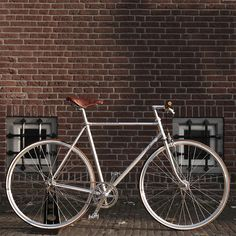 Oh man. SWEEET bike. Silver Surfer - Glimmende aluminium retro fiets van Moosach Bikes