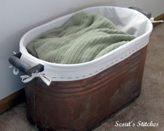 Scout's Stitches: Copper Tub Lining Tutorial - I have one of these tubs. Time to bring it into the house and use it with this liner. Craft Tutorials, Sewing Tutorials, Sewing Hacks, Sewing Tips, Sewing Ideas, Diy Projects To Try, Craft Projects, Sewing Projects, Craft Ideas