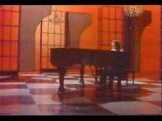 Elton John - Your song... uma das minhas canções favoritas...