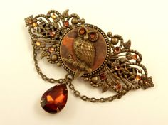 This antique hair clip with owl is a real highlight. It is made of bronze-colored metal. On the back there is a barrettes mechanics in a width of 6 cm. The front is made wi... #etsy #jewelry #hairjewelry #necklace #earrings #dailyetsysales