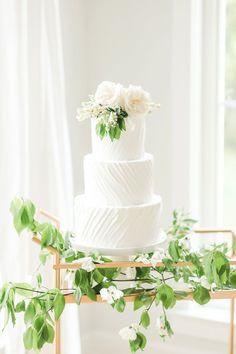 699e4199bcece Pink   White Romantic Wedding Ideas