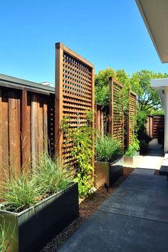 Inspiring Cheap Backyard Privacy Fence Design Ideas - Page 25 of 84 Cheap Privacy Fence, Privacy Fence Landscaping, Privacy Fence Designs, Small Backyard Landscaping, Backyard Fences, Landscaping Ideas, Privacy Trellis, Patio Ideas, Pool Fence