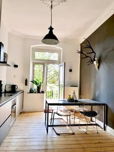 home decor styles Minimalistisch, black und hygge Rustic Country Kitchens, Country Kitchen Designs, Hygge Home, Diy Kitchen Decor, Interior Design Kitchen, Home Decor, Scandinavian Kitchen, Küchen Design, Home Remodeling
