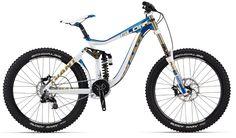 Giant Downhill Glory 0 gibt's auf http://www.bmxware.com/giant-downhill-glory-0-2012-rahmengr/ für nur € 4.779,97
