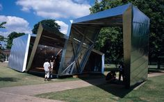 Serpentine Gallery Pavilion 2001 Eighteen Turns by Daniel Libeskind with Arup Chinese Architecture, Modern Architecture House, Futuristic Architecture, Modern Houses, Daniel Libeskind, Santiago Calatrava, Zaha Hadid Architects, Le Corbusier, Plaza