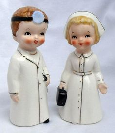 Absolutely adorable 1950s Lefton doctor and nurse figurines. #vintage #kitsch #nurse #doctor #1950s