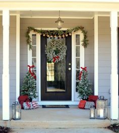 Totally Inspiring Christmas Porch Decoration Ideas 75