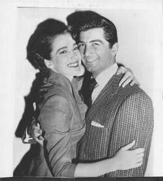 1955 Julie Adams and Ray Danton Newlyweds Press Photo Golden Age Of Hollywood, Classic Hollywood, In Hollywood, Ray Danton, Julie Adams, Old Hollywood Actresses, Black Lagoon, Classic Movie Stars, Actresses