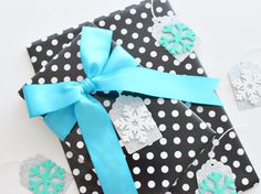 SILVER & BLUE SNOWFLAKE GIFT TAGS