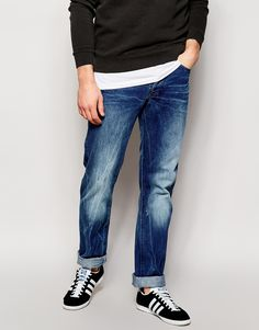 Gerade geschnittene Jeans von G Star Twill-Denim leichter Used-Look mit 3D-Falteneffekten normale Bundhöhe Schmetterlingsverschluss Fünf-Taschen-Stil Straight Fit - gerader Beinschnitt Maschinenwäsche 100% Baumwolle Unser Model trägt Größe M und ist 185,5 cm/6 Fuß, 1 Zoll groß