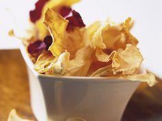Selbstgemacht und extra knusprig: Chips aus verschiedenen Gemüsesorten - smarter - Zeit: 30 Min. | eatsmarter.de