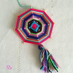 Mon premier tissage Huichol ,un Ojo de Dios multicolore