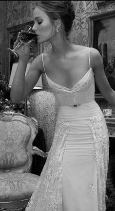 One of my favorite wedding dresses. So antique and bohemian.