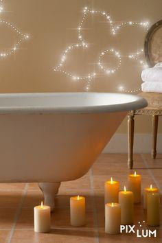 In einer heißen Wanne  träumt es sich besonders schön. Und wenn dann noch Sterne an der Decke über Ihnen funkeln, ist die Illusion fast perfekt: Baden oder Duschen unter LED Sternen im Badezimmer - Urlaubsfeeling in den eigenen vier Wänden. Wir bieten euch maßgeschneiderte Lösungen für eine schnelle, saubere und einfache Montage an der Decke oder der Wand.