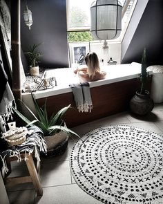 La imagen puede contener: mesa e interior Mini Pool, Dream Bathrooms, Dream Rooms, Dark Home Decor, Beauty Salon Decor, Tropical Decor, Home Reno, Bohemian Decor, Decoration