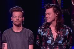 Find images and videos about gif and larry on We Heart It - the app to get lost in what you love. Larry Stylinson, Fetus Harry Styles, Harry Edward Styles, Otp, Larry Shippers, Harry 1d, Family Show, Louis And Harry, Best Couple