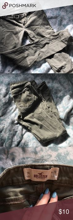 Hollister skinny khaki jeans size runs small it says 7R but they are a little tight on me and i'm usually a 5S in hollister jeans (that is why they're listed under 3s)barely worn, soft khaki material with the look of jeans. fake front pockets, in great condition Hollister Jeans Skinny