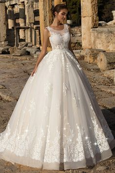 Gorgeous Tulle Scoop Neckline Ball Gown Wedding Dress With Lace Appliques & Beadings & Belt