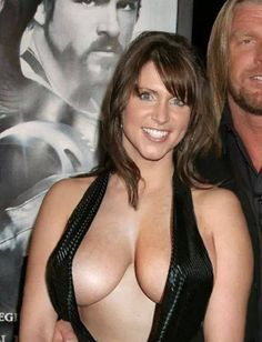 Stephanie mcmahon fausses photos nues