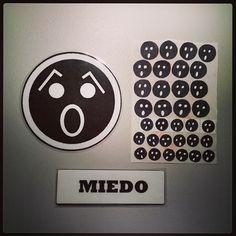 #Material #didáctico para trabajar las #emociones básicas con #pictogramas de #emoticonos. #Miedo.