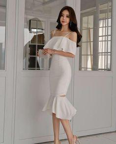 Korean Fashion Dress, Ulzzang Fashion, Kpop Fashion Outfits, Girls Fashion Clothes, Mode Outfits, Classy Outfits, Stylish Outfits, Fashion Dresses, Cute Skirt Outfits