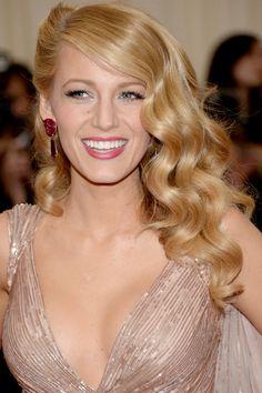 Trucos expertos para hacer los peinados de Blake Lively: melena Veronica Lake