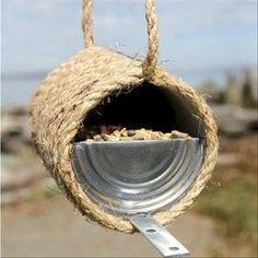 This Rope and Can Bird Feeder is one of the easiest crafts out there, even your kids could help create it. Use an old tin can and some rope to make this eco-friendly DIY bird feeder. In 20 minutes, you'll have a fantastic bird feeder. Tin Can Crafts, Vbs Crafts, Rope Crafts, Crafts For Kids, Teen Crafts, Diy Recycling, Recycle Cans, Repurpose, Sisal Twine