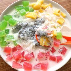 Thai Dessert, Dessert Drinks, Yummy Drinks, Yummy Food, Indonesian Desserts, Asian Desserts, Indonesian Food, Jamun Recipe, Snack Recipes