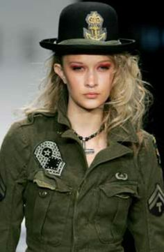 Another trend to avoid is the New Military Look. Not the old Military Look that features the horrible marching band jacket a la Michael Jackson. Military Chic, Military Looks, Military Fashion, All Fashion, Fashion Show, Autumn Fashion, Fashion Outfits, Band Jacket, Girls Uniforms