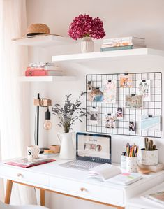 Home Office Room Design Ideas Study Room Decor, Cute Room Decor, Wall Decor, Desk Inspiration, Inspiration Quotes, Fashion Inspiration, Aesthetic Room Decor, Mediterranean Decor, Home Office Desks