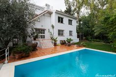 3 Bedroom Villa with Separate Guest House. A big house in a sought after location in Benalmadena, Costa del Sol, Spain. Now reduced to € 380.000 - lots of potential on this one!