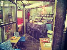 Hidden Gems in London: The Basement Tea Room in Camden .. just lovely, with amazing atmosphere (you can find it hidden between a few vintage clothes shops and a book shop) and also very cheap .. just love it !!!