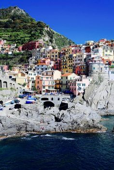 Italy: it's the country the whole world has a passionate affair with. Whether pasta arrabbiata is your go-to comfort food or postcard-worthy Cinque Terre #VisitingItaly