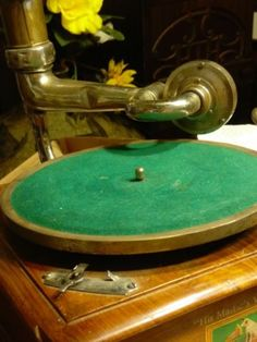 Antique-Reproduction-Hand-Made-HMV-His-Masters-Voice-Gramophone-Phonograph