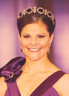 Crown Princess Victoria of Sweden, wearing the tiara from the amethyst parure… Victoria Prince, Princess Victoria Of Sweden, Crown Princess Victoria, Prince Héritier, Prince Daniel, Royal Crowns, Royal Tiaras, Royal Family Portrait, Royal Families Of Europe