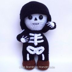 Vote for Mr. Skeleton by Little Bamboo Handmade - http://www.amigurumipatterns.net/designcontest/vote/?id=1147 - Mr. Skeleton is a friendly monster. No matter how hard he tried, even with showing a smiling face, he still looks pretty spooky!