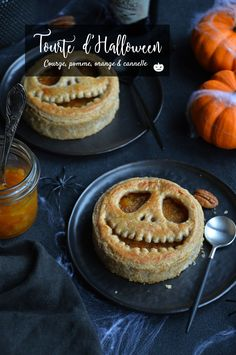 tourte potiron, pomme, cannelle, orange et pécan Halloween Appetizers, Halloween Desserts, Halloween Food For Party, Halloween Treats, Quinoa Lunch Recipes, Fall Recipes, Holiday Recipes, Disney Dishes, Vegan Candies