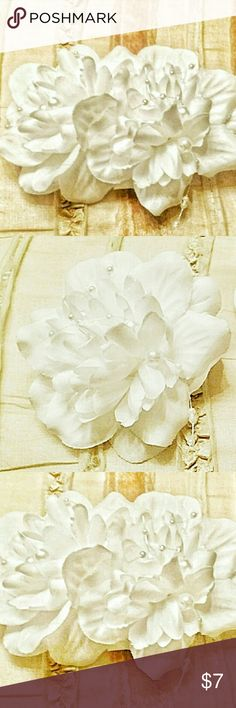Set of 2, White Flower Hairbows w/ Pearl Accents New, Set of Two White Floral Hairbows with delicate pearl accented stands! Exceptionally pretty!! Would look great for family photos, weddings, church, parties.. Really any any special event or anytime you want to add a hint of elegance with a simple hair clip~ Each bow is approximately 4 in (each way) Accessories Hair Accessories