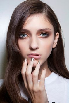 How to Make Your Nails Stronger: Expert Tips!