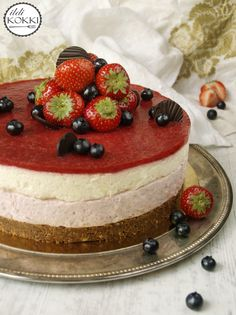 Strawberry & white chocolate cheescake
