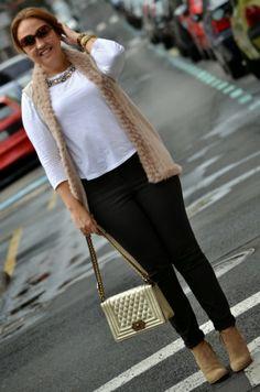 Chaleco: Tintoretto (a/w 13-14) Camiseta: Zara Collar: Zara (s/s 14) Jenas: H&M Botines: Zara  Bolso: Charme Closet (a/w13-14) Pulsera: Isabeletta Reloj: Mark Maddox Gafas de sol: Zara