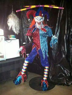 lifesized jester marionette-clown, Halloween