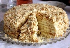 This delicious 4 ingredient Portuguese creamy Maria biscuits cake recipe (bolo de bolacha Maria cremoso) is very easy to make and needs no baking. Portuguese Desserts, Portuguese Recipes, Great Desserts, Cookie Desserts, Gourmet Desserts, Plated Desserts, Tart Recipes, Baking Recipes, Brunch Cake