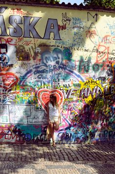 loveeee that it's crazy graffiti, random crap all over the place!